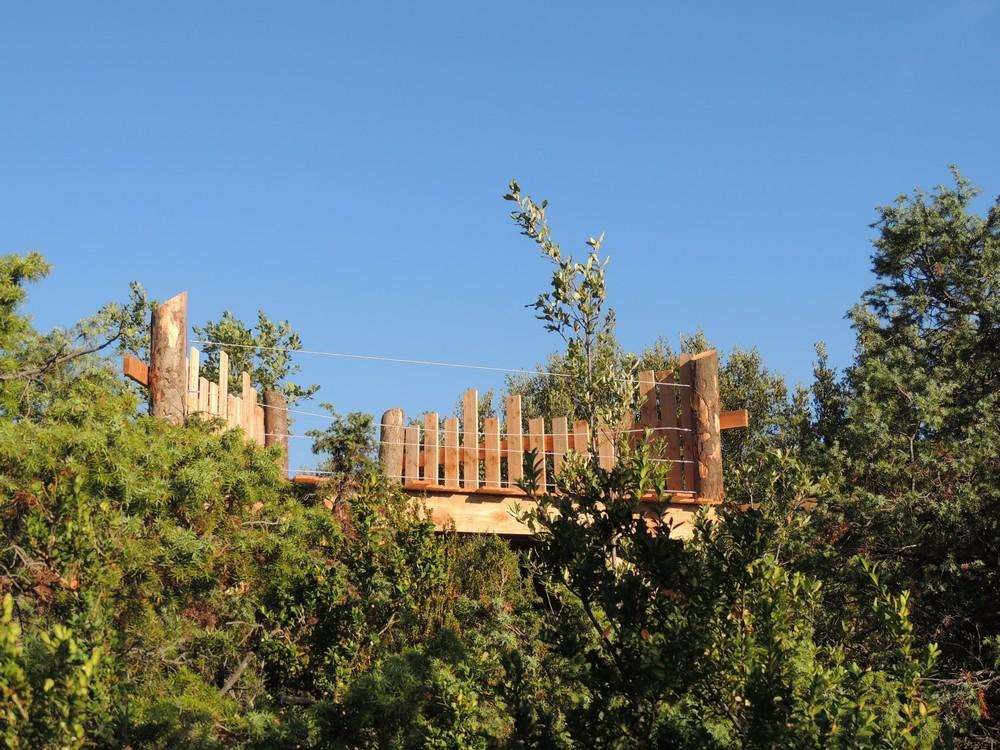 un observatoire en pleine garrigue sur le sentier de Briange